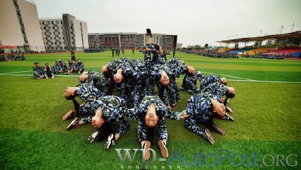 郑州一高校这样的军训 你见过吗?