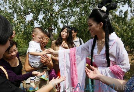 嫦娥下凡来郑州了!和后羿等重仙约会红枣园