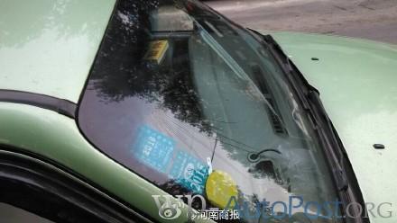 郑州路又双叒叕塌了 出租车被坑